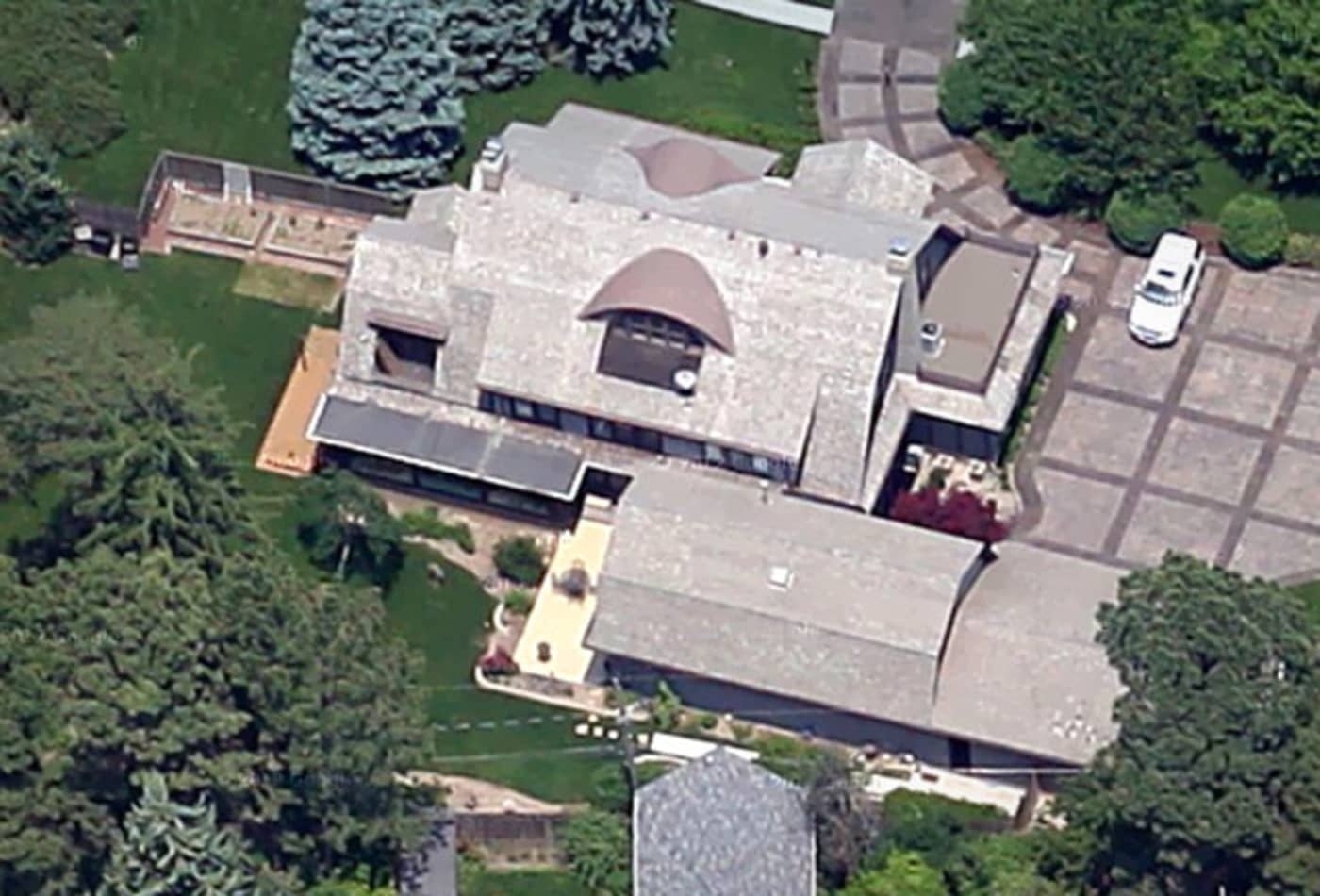 48336324 Omaha-Nebraska-Overhead-Homes-Billionaires-Warren-Buffett-CNBC.jpg