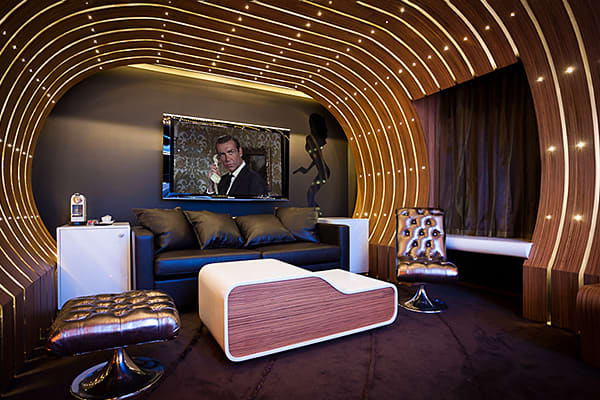 10-High-End-Themed-Hotel-Suites-007.jpg