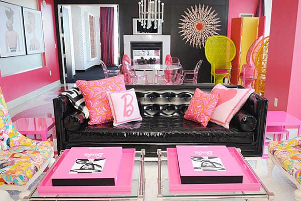 10-High-End-Themed-Hotel-Suites-barbie.jpg