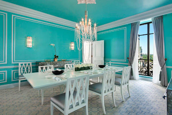 10-High-End-Themed-Hotel-Suites-tiffany.jpg