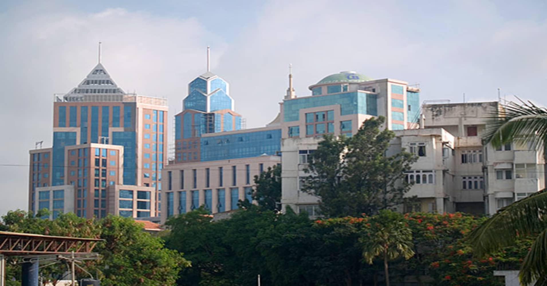 In addition to its Dallas office, Goldman Sachs maintains a presence all over the U.S., including in such cities as Boston, Chicago and Los Angeles. It also maintains a presence in such international locations as Europe, Africa, Asia and the Middle East.Bangalore, India, was one of the cities that accounted for  of the company's hires in 2011 and 2012, according to