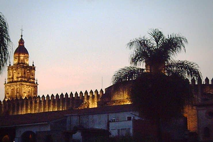 10-hot-real-estate-mexico-cuevernaca.jpg