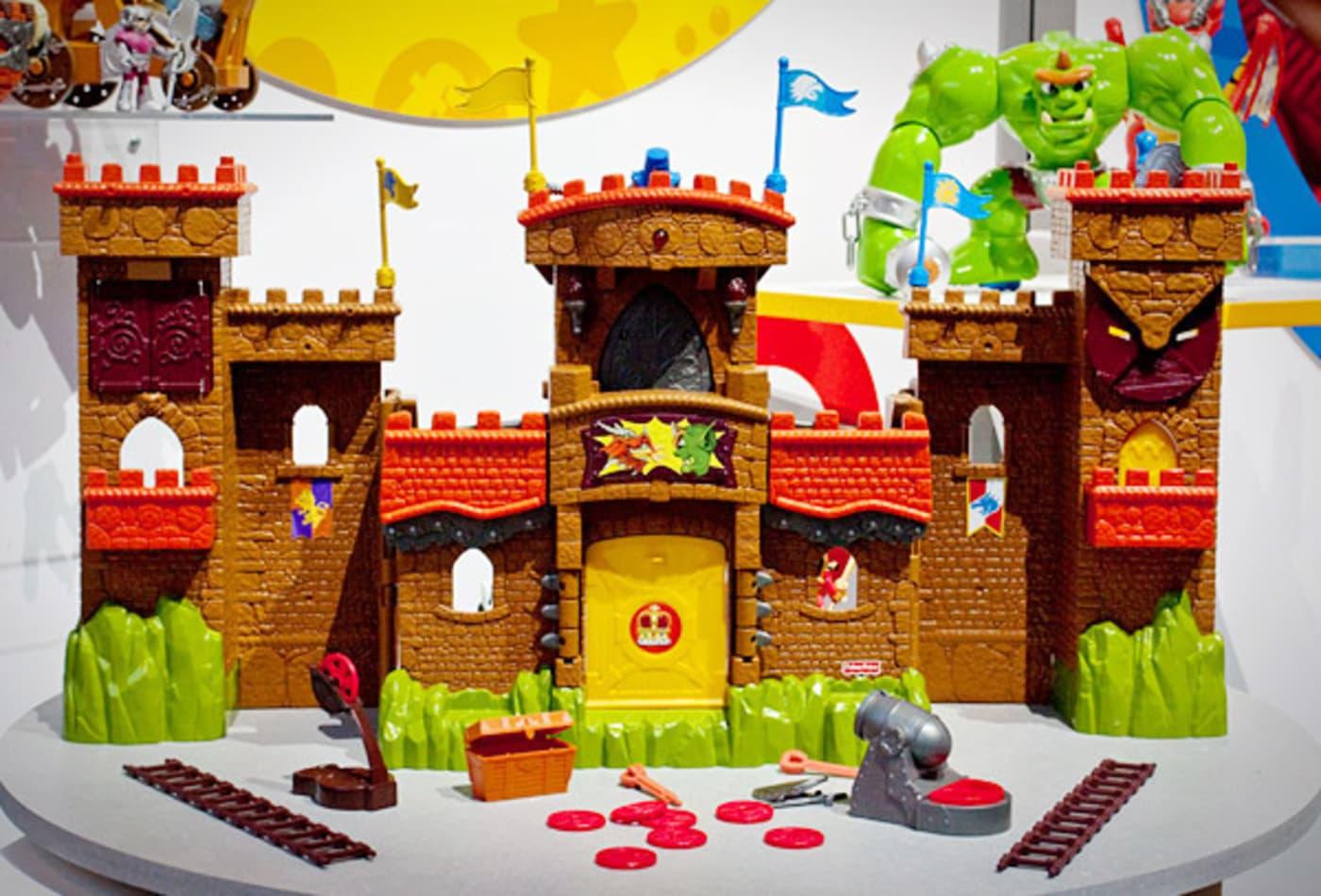 hot-toys-2012-imaginext-eagle-talon-castle.jpg