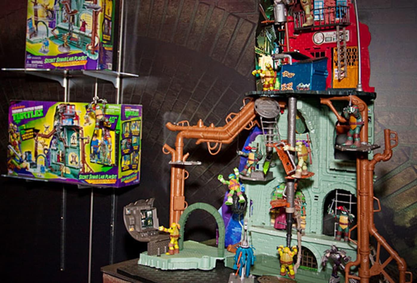 hot-toys-2012-teenage-mutant-ninja-turtles-lair.jpg